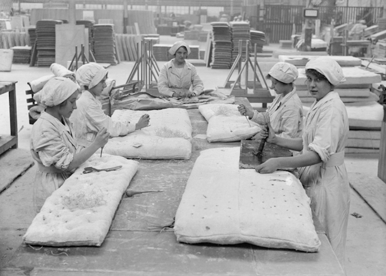 Women working in an asbestos factory in 1918